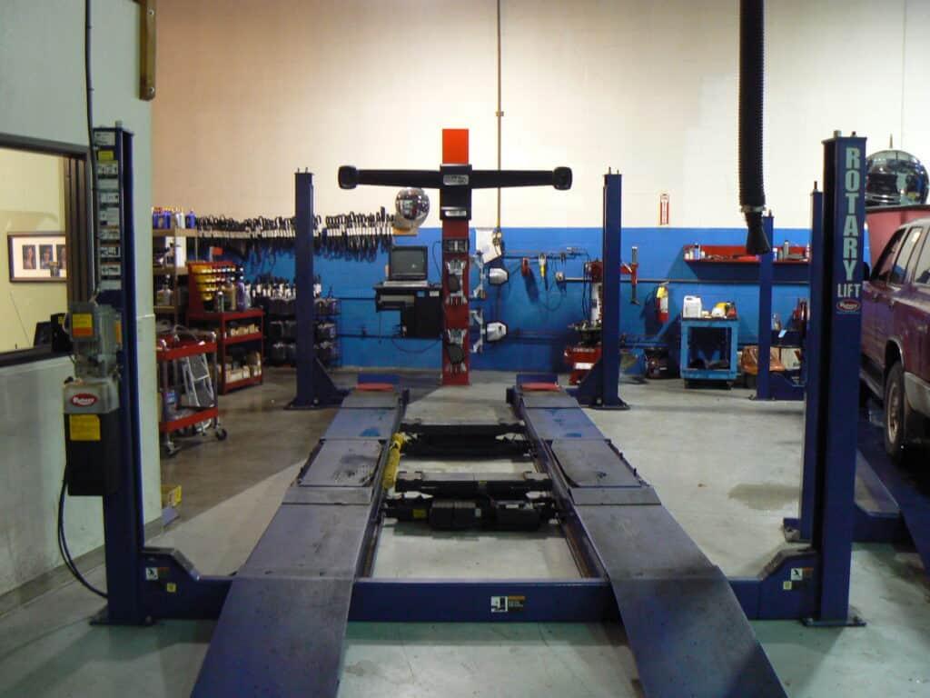 Alignment service bay
